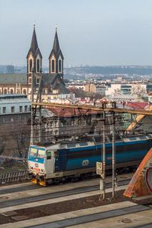 Ein Schnellzug erreicht Prag