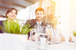 Gruppe Business Leute bei Seminar Schulung