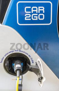 car2go elektrofahrzeug an einer ladestation