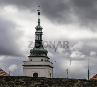 Horšovský Týn (deutsch Bischofteinitz)  Kirchturmspitze von  St. Peter und Paul, (Kostel sv. Petra a Pavla)