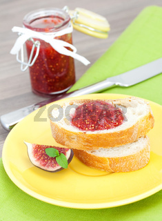Brot mit Feigenmarmelade / bread with fig jam