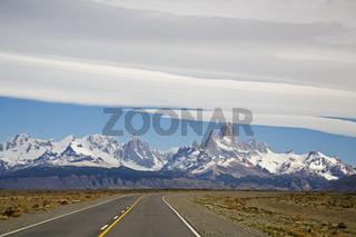 Ruta Nacional 40 mit Blick auf das Fitz Roy Massiv, National Route 40 to the Fitz Roy massiv