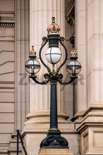 Verzierte Straßenlaterne am Parliament House Melbourne