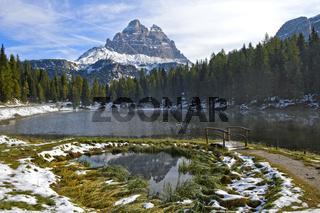 Erster Schnee am Lago Antorno mit Monte Piana, Sextener Dolomiten,Auronzo di Cadore,Südtirol,Italien