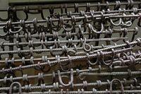 Hand- und Fußfesseln im Tuol-Sleng-Gefängnis