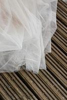 Brautkleid auf Terrassendielen