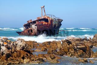 Wrack der Meisho Maru am Kap Agulhas in Südafrika, dem südlichsten Punkt Afrikas, wreck Meisho Maru at Cape Agulhas in South Africa, the most southern point in Africa