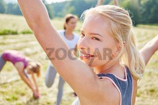 Junge Frau als Fitness Trainer