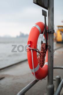 Rettungsring im Hamburger Hafen