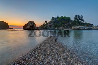 Die Isola Bella bei Taormina vor Sonnenaufgang