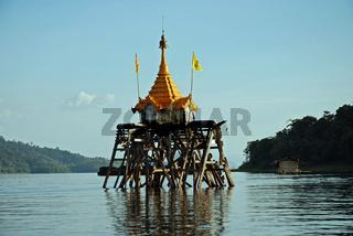 Geisterhaus, Khao Laem Reservoir, Sanglaburi, Thailand / ghost house, Khao Laem reservoir, Sanglaburi, Thailand