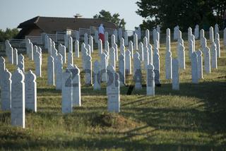 Ehrenfriedhof für ermordete Muslime im Bosnienkrieg