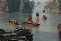 Dschunken in der Ha Long Bucht