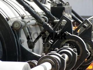 Historische Einkurbel-Verbund-Dampfmaschine (Hersteller Maier) mit Generator von AEG als Denkmal in Bodenwerder aus dem Jahr 1950
