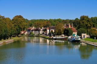 Tanlay Kanal de Bourgogne - Tanlay Canal de Bourgogne in France