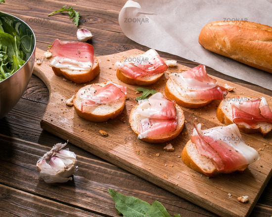 Baguette with bacon and greens
