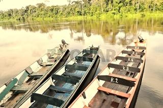 Einbäume am Palumeu River Suriname