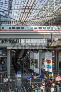 Intercity im Berliner Hauptbahnhof