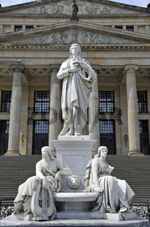 Schiller-Denkmal vor dem Konzerthaus am Gendarmenmarkt