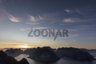 Sommernacht, Kjerkfjorden und Reinefjorden, Moskenesoeya, Lofoten