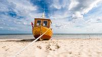 Fischerboot am Ostseestrand