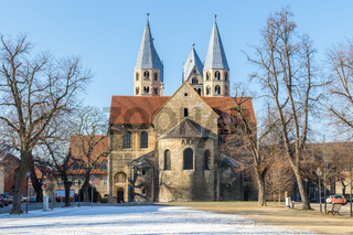 Halberstadt im Winter am Domplatz