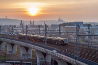 Ein Zug des privaten Unternehmens Leo-Express in Prag