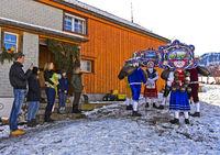 Gruppe Schöner Kläuse beim Silvesterchlausen am Alten Silvester, Urnäsch, Schweiz