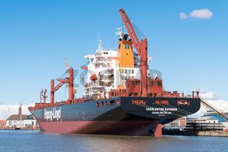 Frachtschiff Charleston Express in Bremerhaven