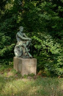 Ares und Eros: Bronzeskulptur am Eingang der Zitadelle Spandau