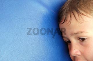 Erschöpfter Junge - Porträt - Exhausted boy
