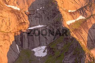 Felswaende im Abendlicht, Moskenesoeya, Lofoten