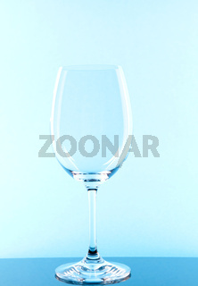 Rotweinglas blau coloriert/red wine glass colored in blue