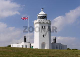 Der Leuchtturm von South Foreland über den berühmten Kreideklippen von Dover