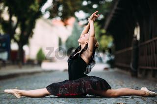 Ballerina doing the splits