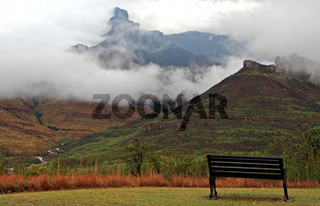 Nebel im uKhahlamba Drakensberg Park, Südafrika