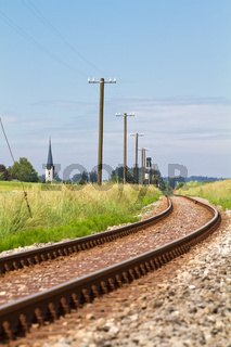 Einspurige Eisenbahnlinie im ländlichen Bereich, Bayern