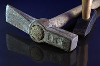 Maurerhammen und Hammer