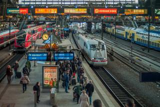 ICE im Hamburger Hauptbahnhof