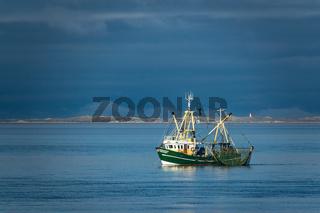 Krabbenkutter auf der Nordsee vor der Insel Föhr