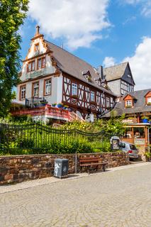Rüdesheim am Rhein, histsorisches Gebäude (Gaststätte 'Winzerkeller') in der Atlstadt. Mai 2017.