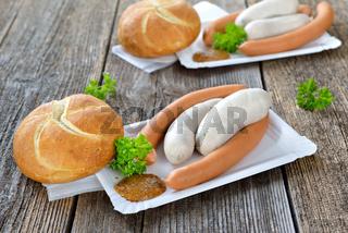 Brotzeit mit Weißwürsten und Wiener