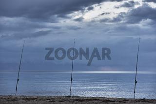 Angeln an einem einsamen Strand