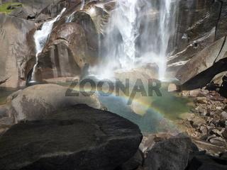 Vernal Wasserfall mit Regenbogen