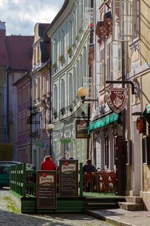 Cheb, Tschechische Republik, Kneipe mit Reklame fuer Pilsner Urquell