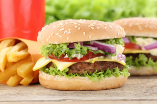 Cheeseburger Hamburger Menu Menü Menue Pommes Frites Getränk