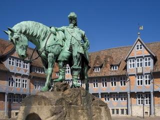 Wolfenbüttel - Stadtmarkt mit Herzog August Reiterdenkmal, Deutschland