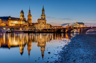 Das historische Zentrum von Dresden nach Sonnenuntergang