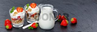 Erdbeer Joghurt Erdbeerjoghurt Erdbeeren Glas Früchte Müsli Banner Schieferplatte Löffel Frühstück