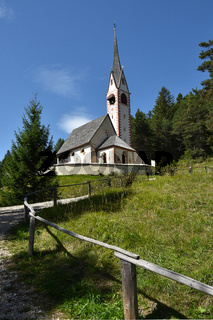 Kirche Sankt Jakob im Groedner Tal; Dolomiten; Suedtirol;